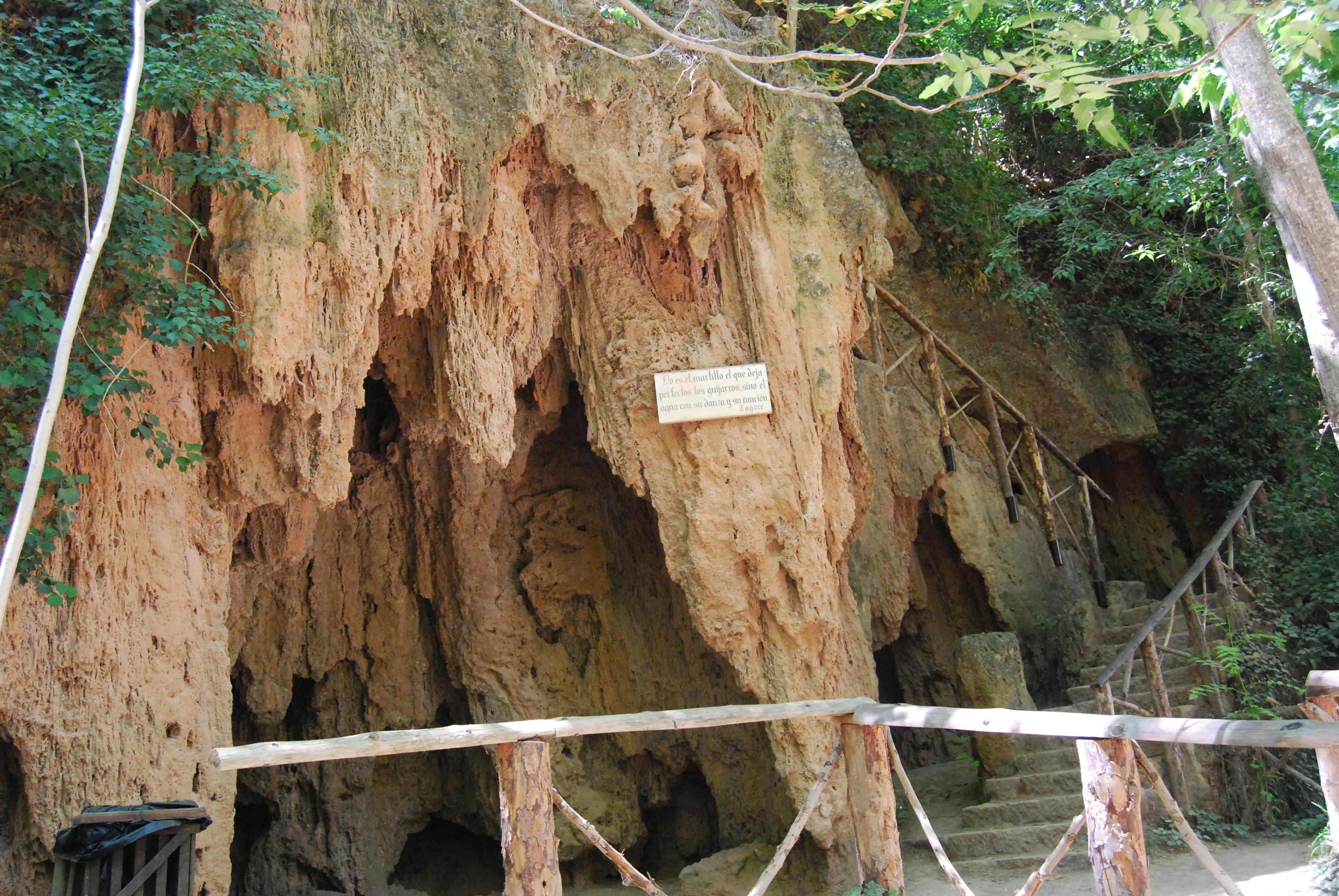 Resultado de imagen de Gruta de la Pantera monasterio piedra